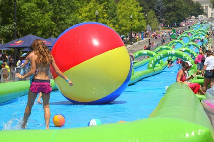 300 Meters Long Air Sealed Giant Inflatable Water Slide For A Family Fun Day